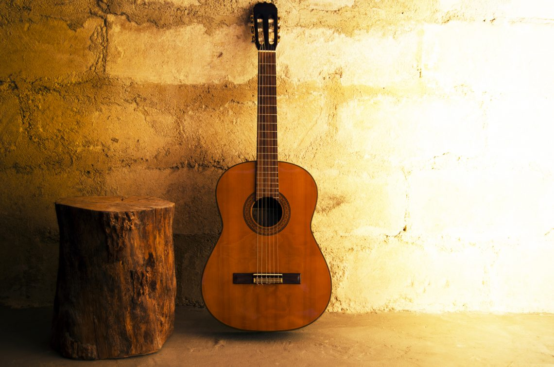 How to Choose a Classical Guitar ⋆ Hear the Music Play